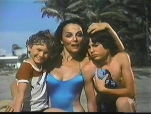 Playa prohibida 1985 with English Subtitles 10