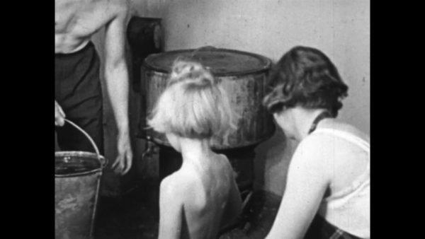 Sunde børn (born) 1943 on DVD 1